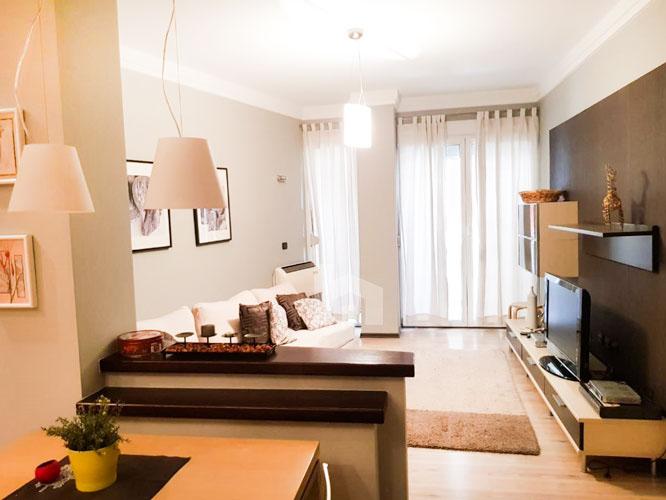 Jepet me qira apartament 2+1+2 te rruga Elbasanit, sallon ndenjie
