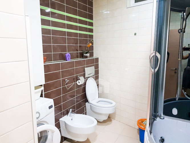 Jepet me qira apartament 2+1+2 te rruga Elbasanit, tualet 2