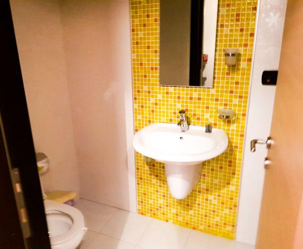 Jepet me qira apartament 2+1+2 te rruga Elbasanit, tualet 4