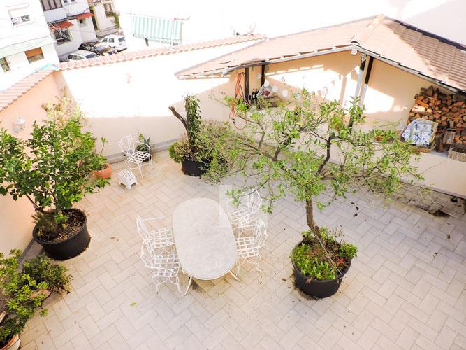 Jepet vile luksoze me qera ne Tirane, verande 2