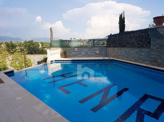 Shitet vilë 4-katshe te kompleksi Akacia Hills , pishina 3