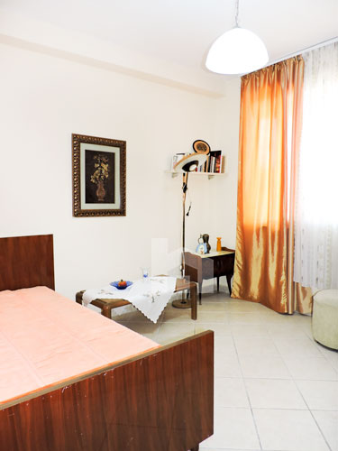Te ish Ekspozita apartament me qira 2+1+2, tualet, dhome gjumi