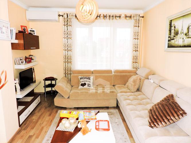 Shitet apartament te Vilat Gjermane ne Tirane, sallon