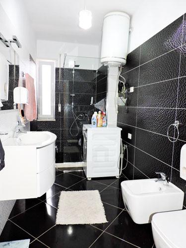 Shitet apartament te Vilat Gjermane ne Tirane, tualet 2