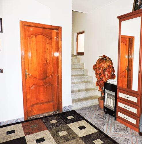 """Vile per shitje ne Tirane pranë rrugës """"5 Maji"""", korridor"""