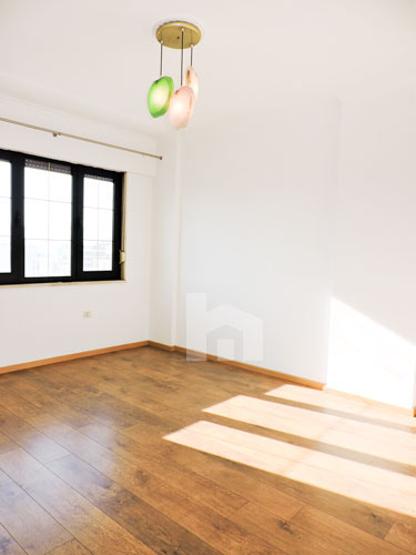 Zyre me qera te Sky Tower , 140 m², 800 euro, dhome 2