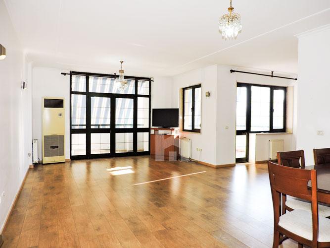 Zyre me qera te Sky Tower , 140 m², 800 euro, sallon