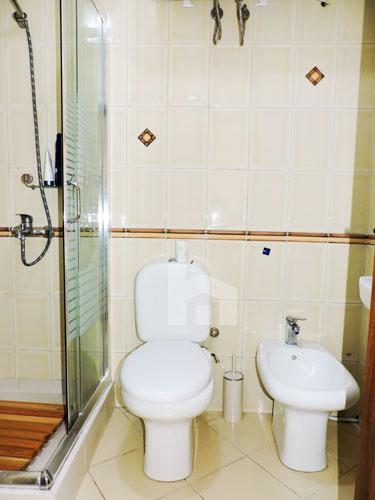 Zyre me qera te Sky Tower , 140 m², 800 euro, tualet