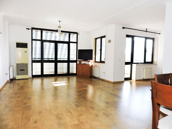 Zyre me qera te Sky Tower , 140 m², 800 euromuaj!