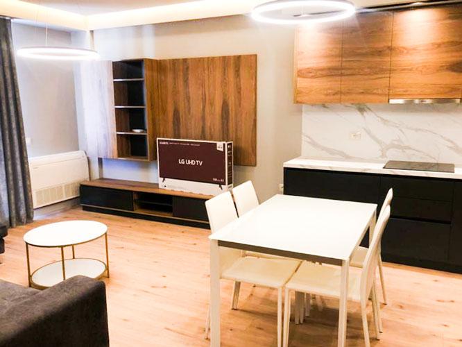 Shitet apartament 1+1 pranë Komunës së Parisit