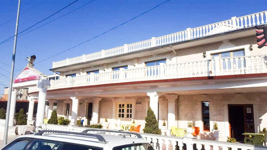 Shitet bar-restorant dhe apartament ne Kavaje