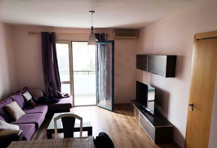 Shitet apartament te rruga Elbasanit